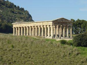 1200px-Segesta,_Tempio_greco_(2)