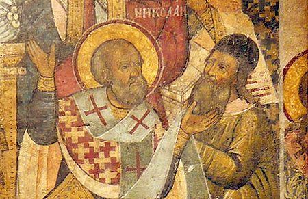 Saint_Nicholas_of_Myra_slapping_Arius_at_the_Council_of_Nicaea_Greek_Icon